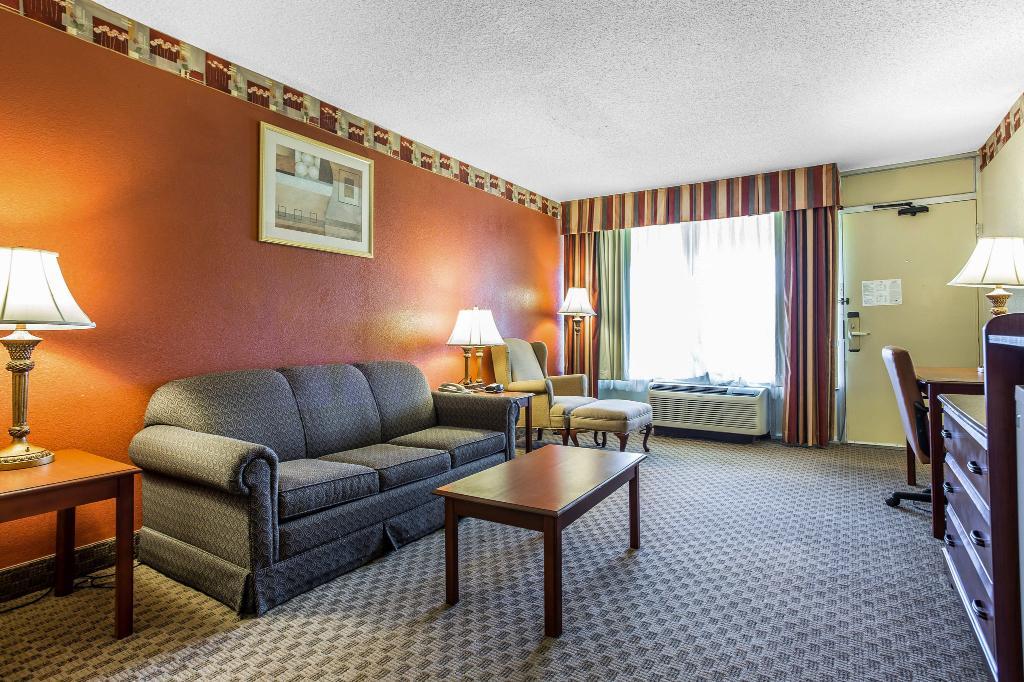 Baymont Inn & Suites Walterboro
