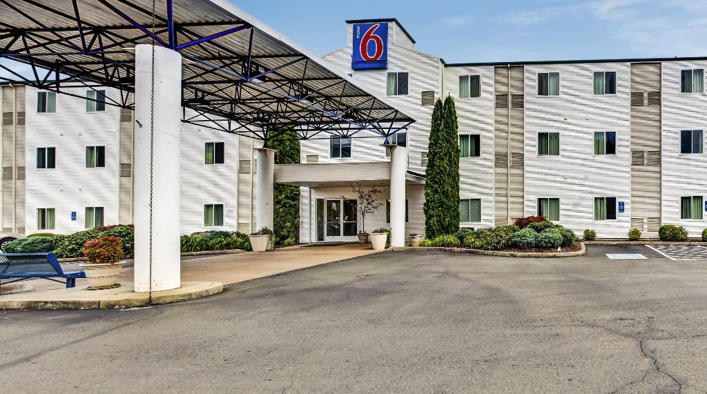 モーテル 6 ローズバーグ