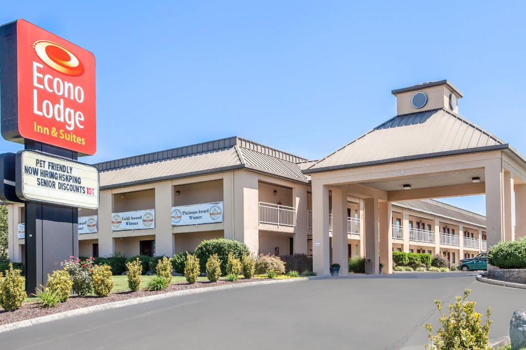 Econo Lodge Inn And Suites East
