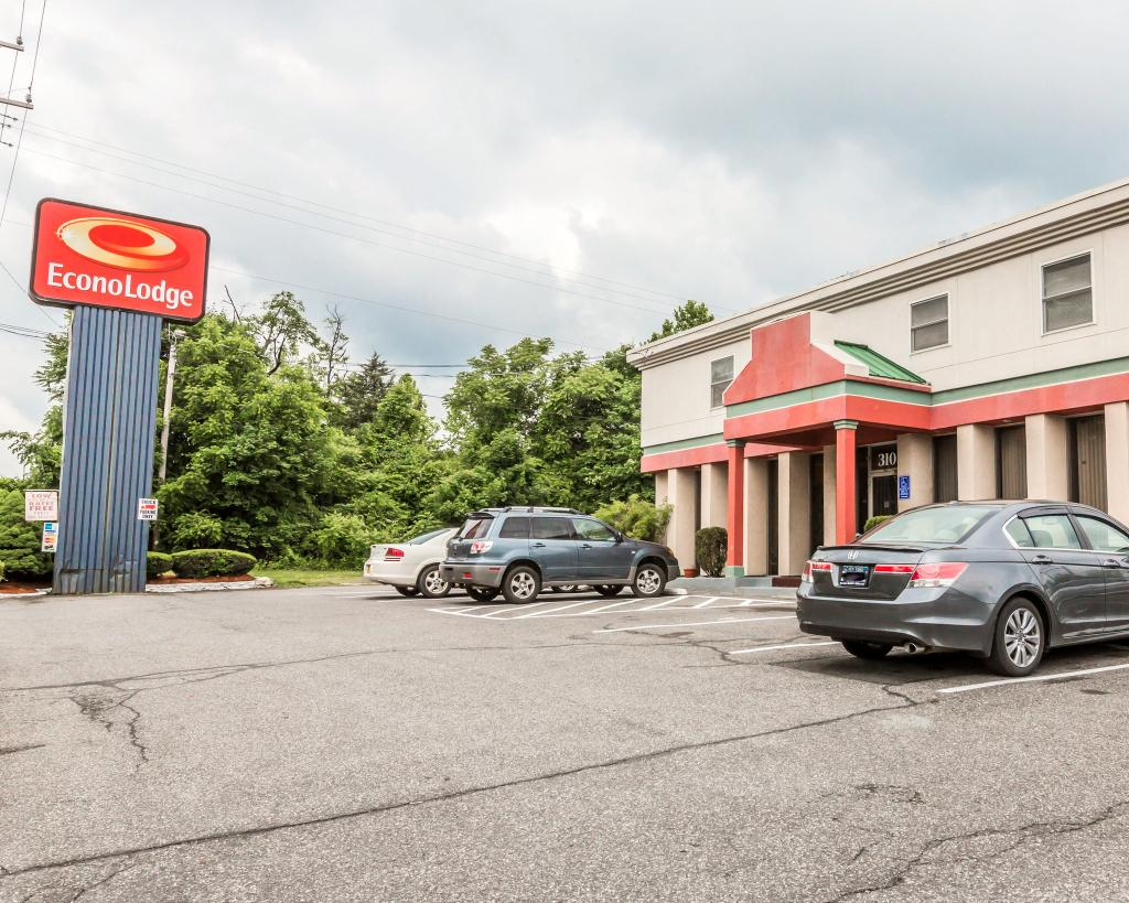 Econo Lodge Near Stewart International Airport