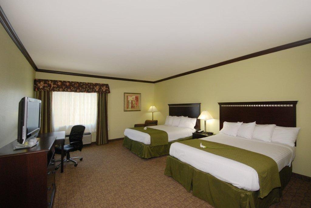 貝斯特韋斯特普拉斯萊克沃思套房旅館