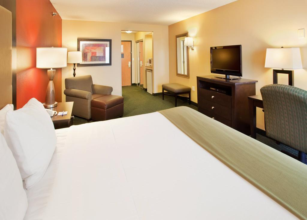 Holiday Inn Express Hotel & Suites Norfolk