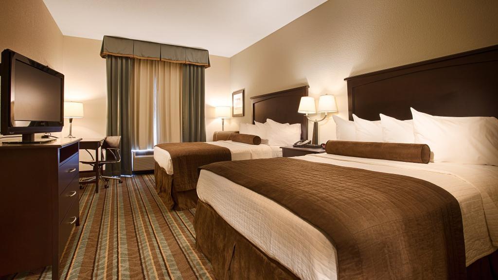Best Western Plus Chain Of Lakes Inn & Suites