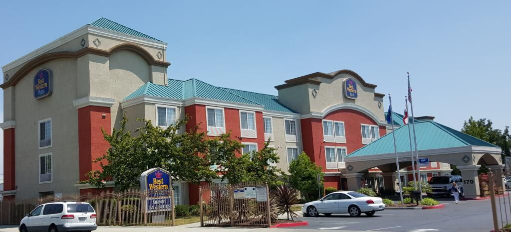‪BEST WESTERN PLUS Airport Inn & Suites‬