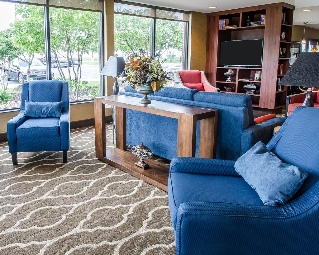 Comfort Suites Speedway - Kansas City