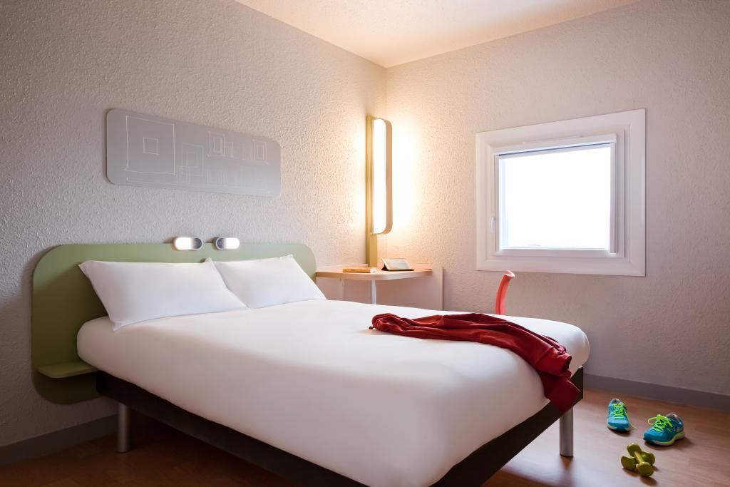 Hotel ibis budget Pontault Combault RN4 Marne la Vallée