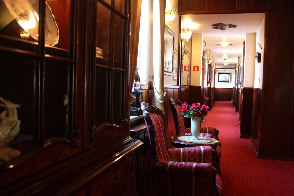Mat's Hotel