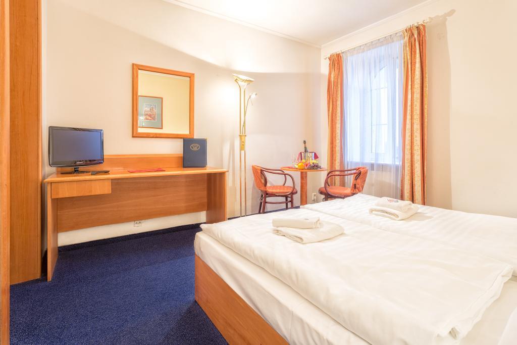Carl-Inn Hotel