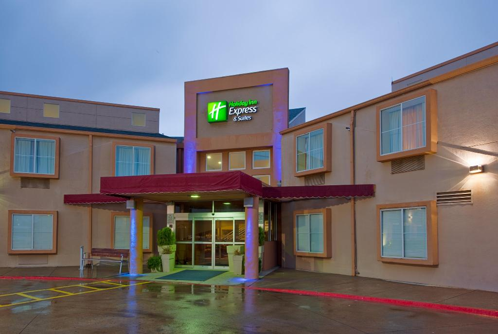 Holiday Inn Express & Suites Arlington