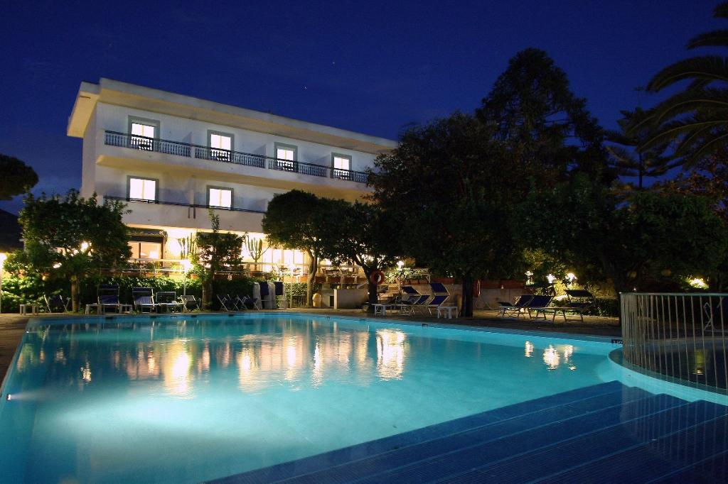 알파 호텔