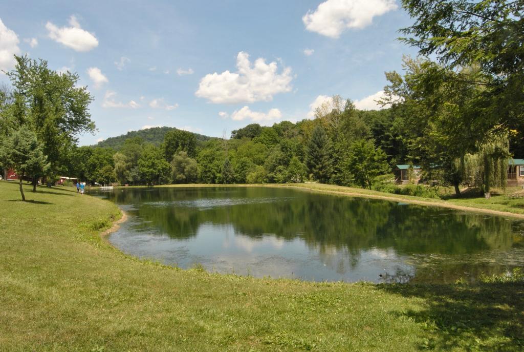 Robin Hill RV Resort & Campground