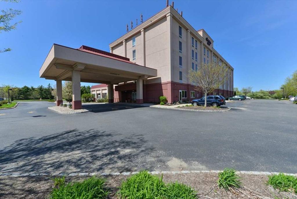 โรงแรมแฮมป์ตันอินน์ เดนวิลล์