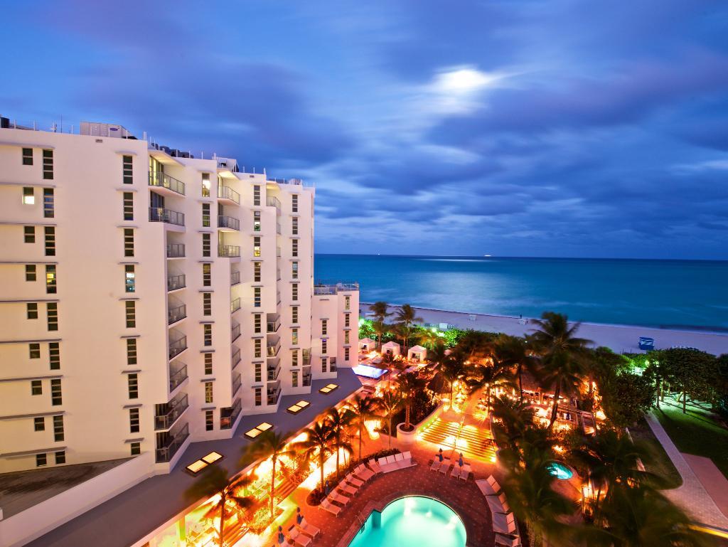 Courtyard Cadillac Miami Beach Oceanfront