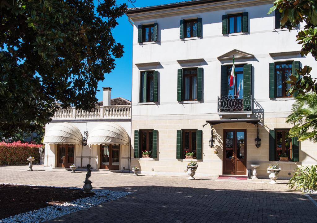 ホテル ヴィラ フォスカリーニ