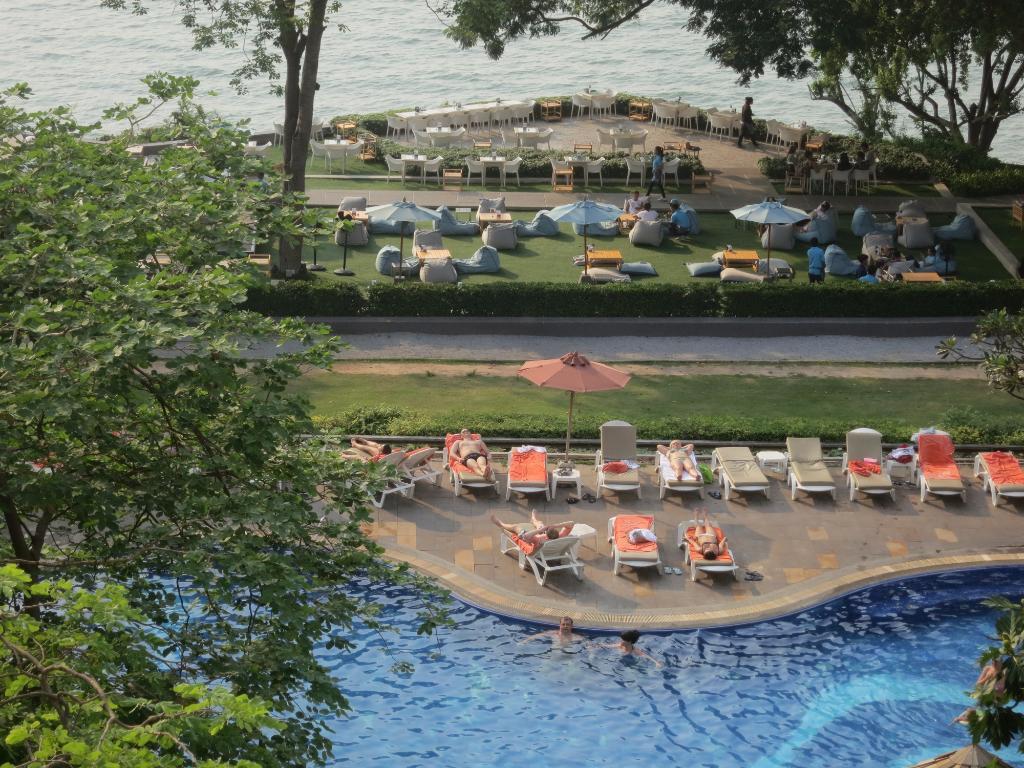 コージー ビーチ ホテル