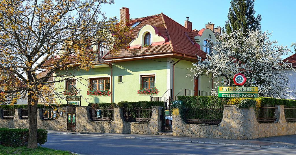 Vadászkürt Pension and Restaurant