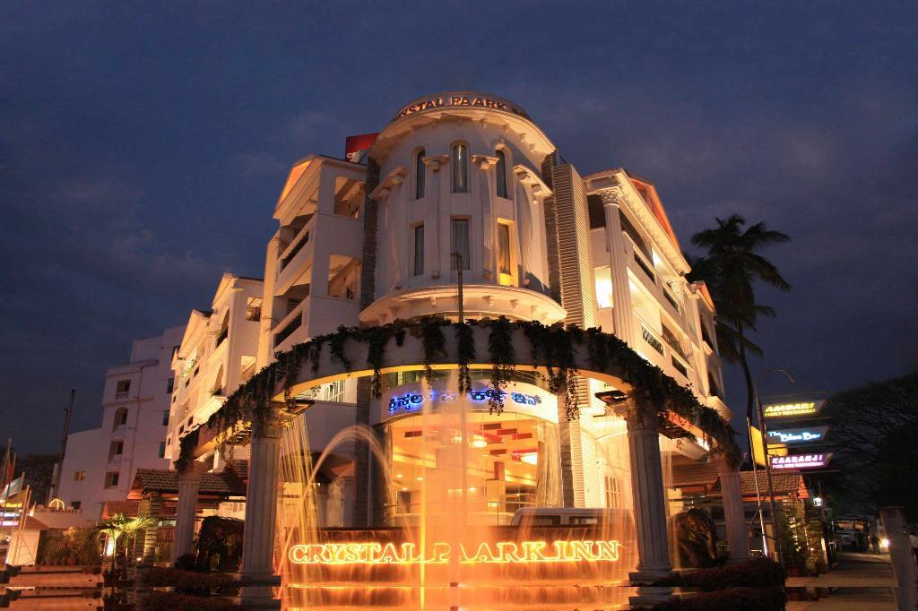 Hotel Crystal Paark Inn