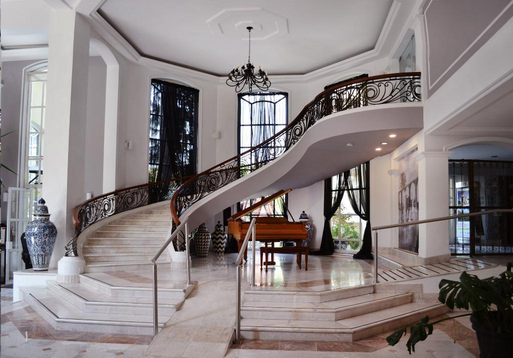프라자 카멜리나스 호텔