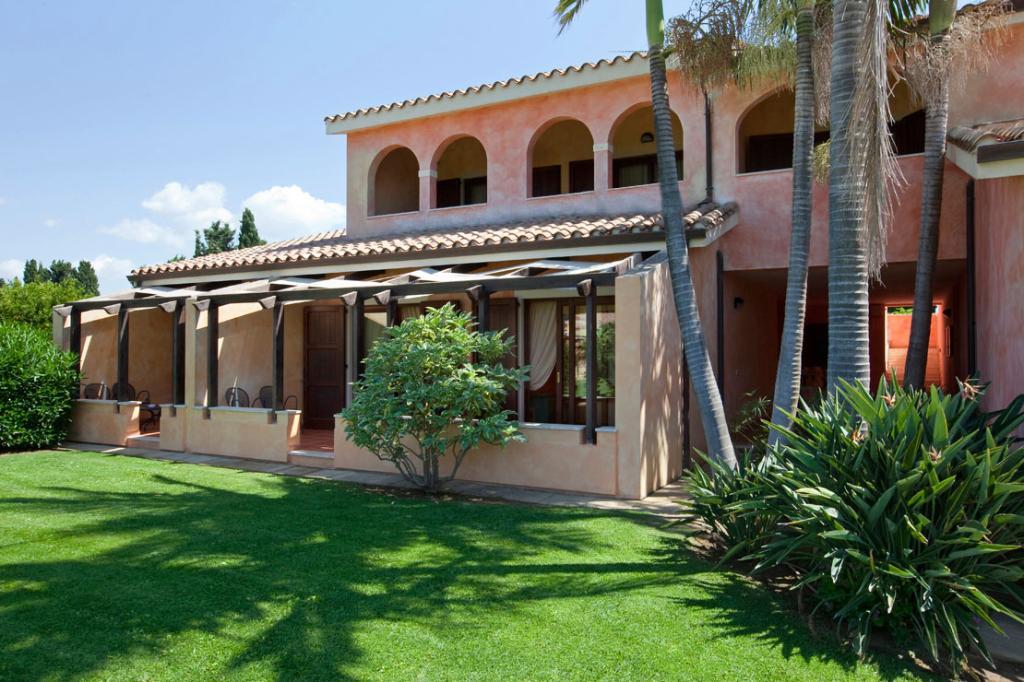 Lantana Resort, Hotel & Apartments