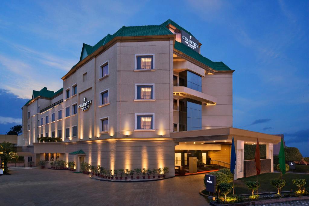 卡爾森鄉村套房酒店, 賈朗達爾