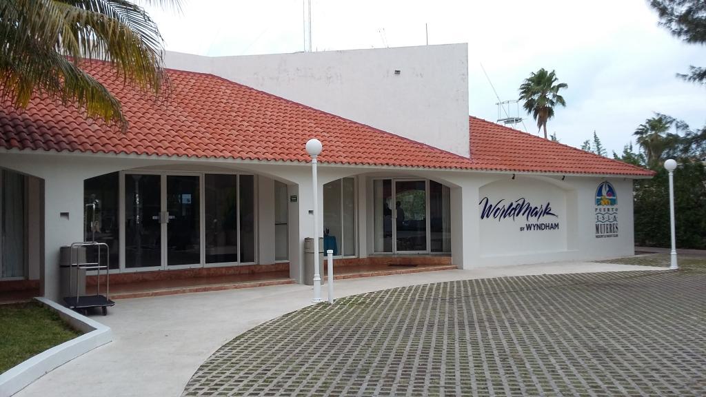 Puerto Isla Mujeres Resort & Yacht Club