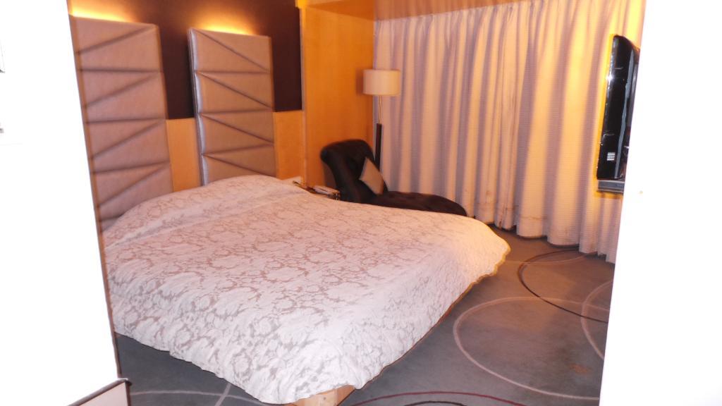 โรงแรมเพนินซูลา แกรนด์