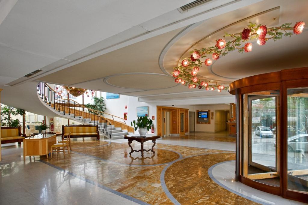 弗洛拉大酒店