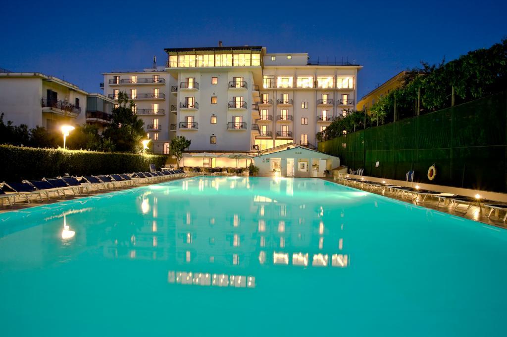 グランド ホテル フロラ