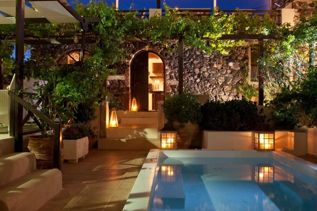 Lava Suites & Lounge