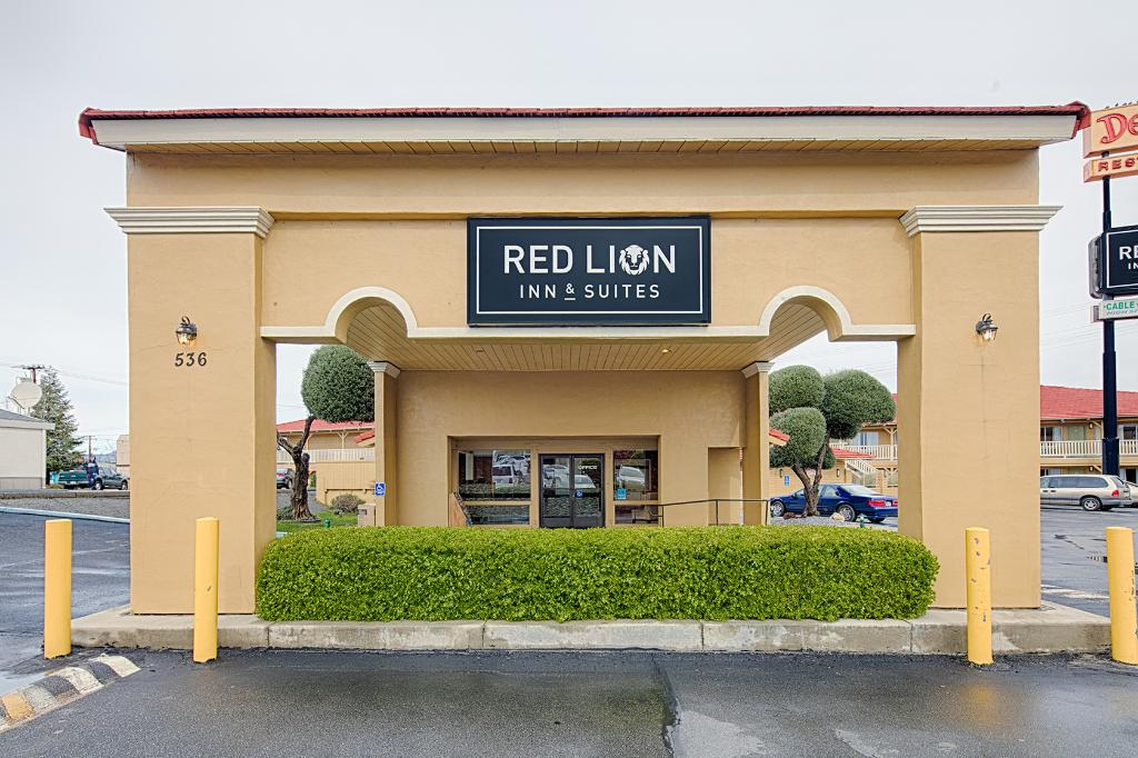 Red Lion Inn & Suites