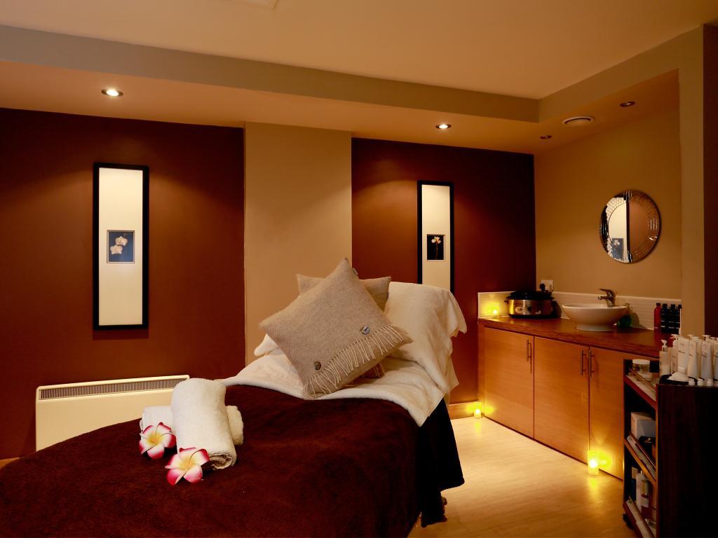 Macdonald Marine Hotel & Spa