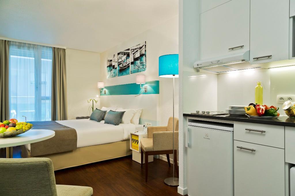 馨樂庭馬賽卡斯特拉娜酒店