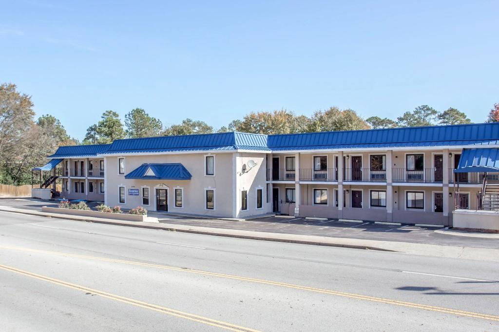 Rodeway Inn & Suites Fort Jackson