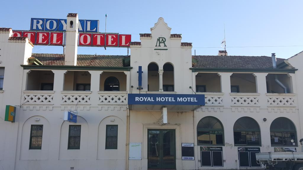 Royal Hotel Motel