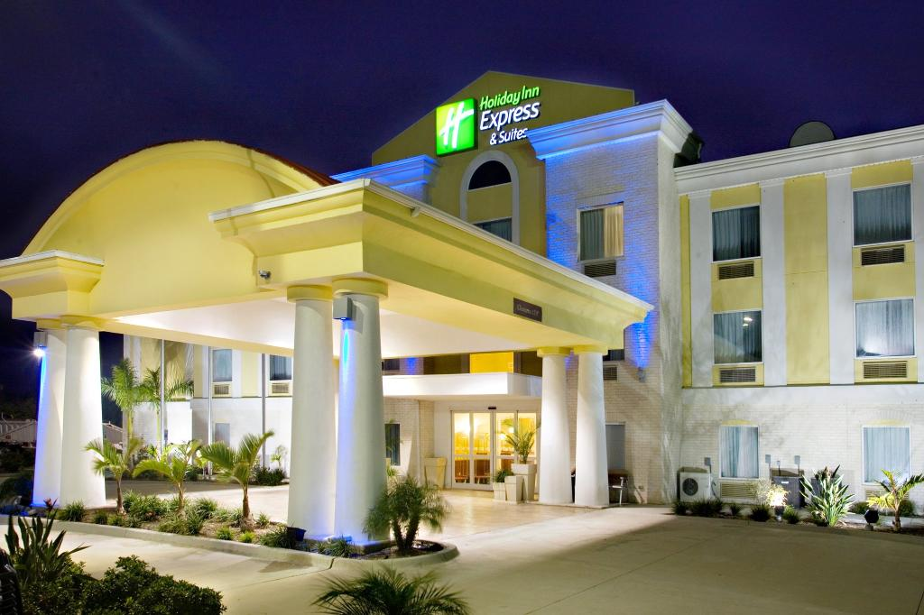 Holiday Inn Express Hotel & Suites Falfurrias