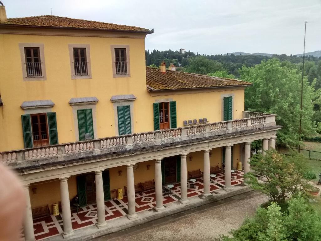 Villa Camerata Youth Hostel