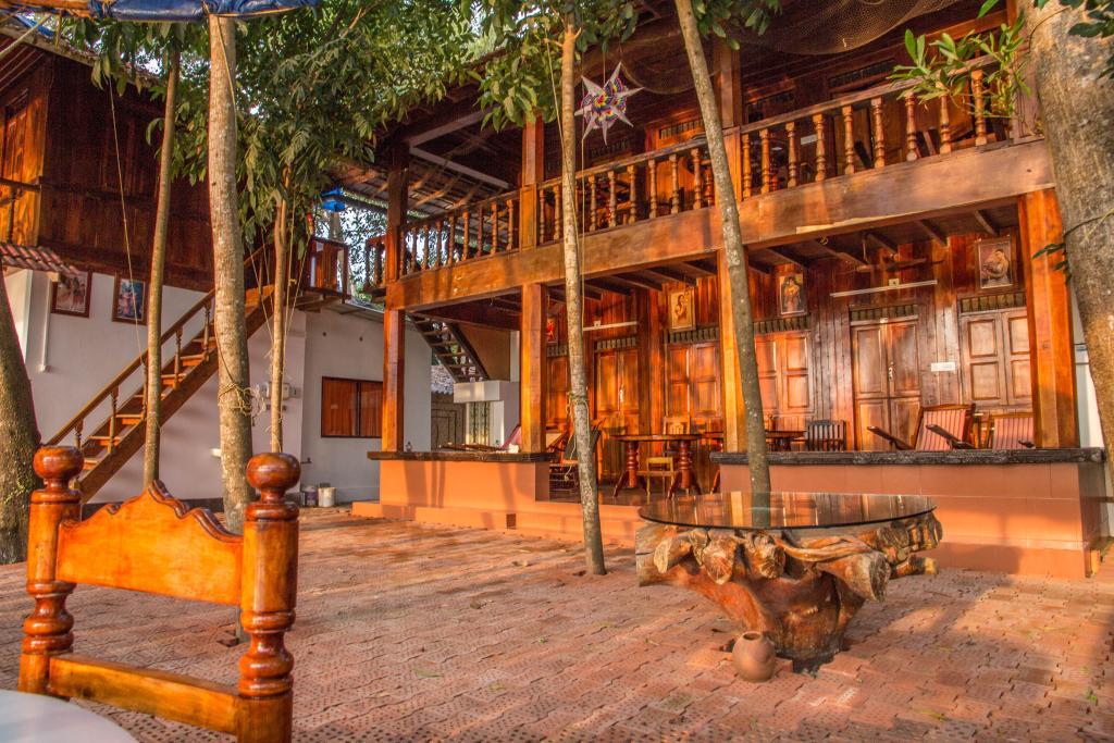 Malayalam Lake Resort Homestay