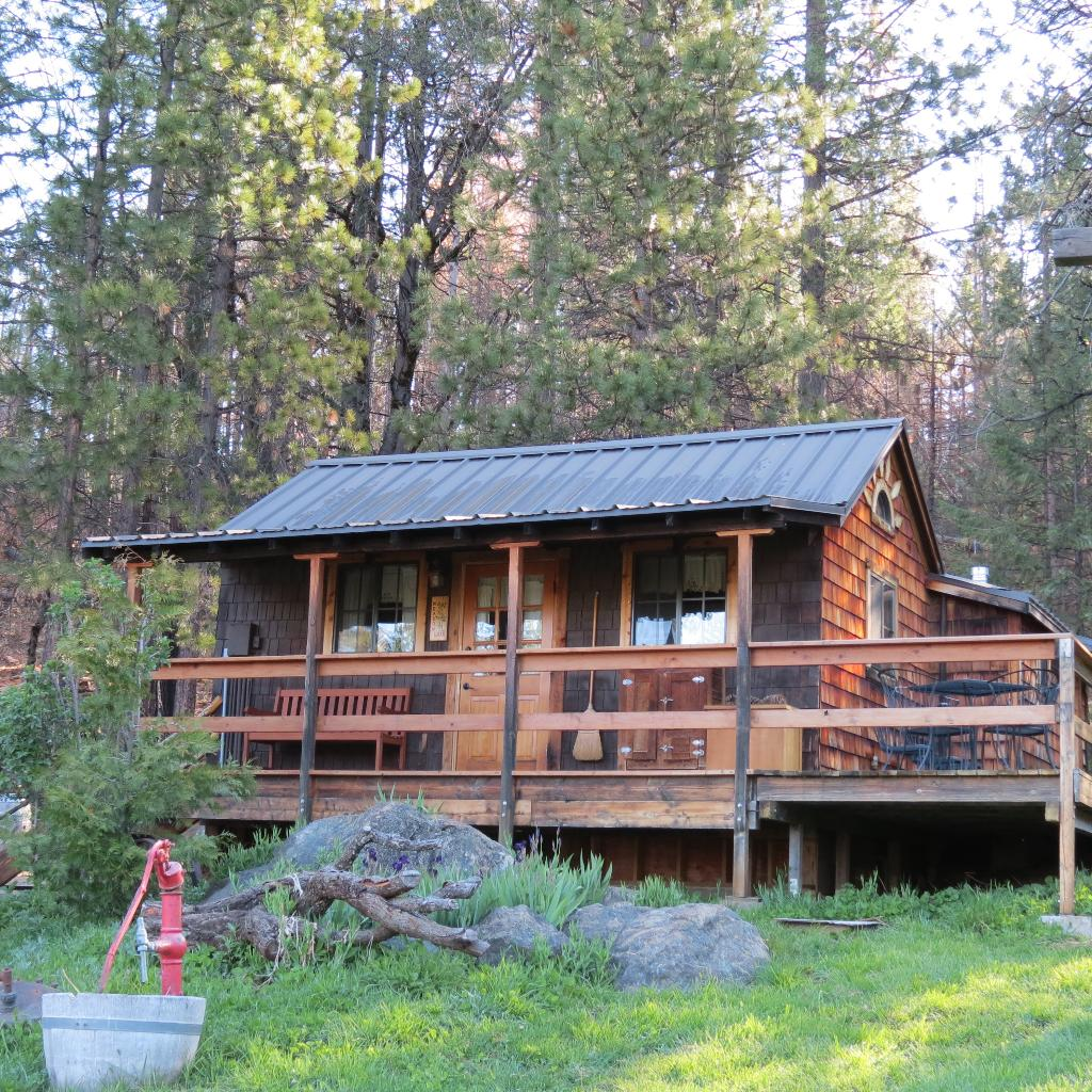 ‪Sunset Inn Yosemite Vacation Cabins‬