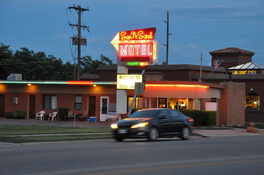 Sun-n-Sand Motel
