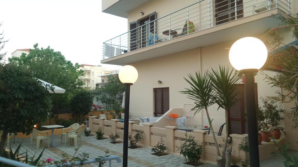 Alexandros Studios & Apartments