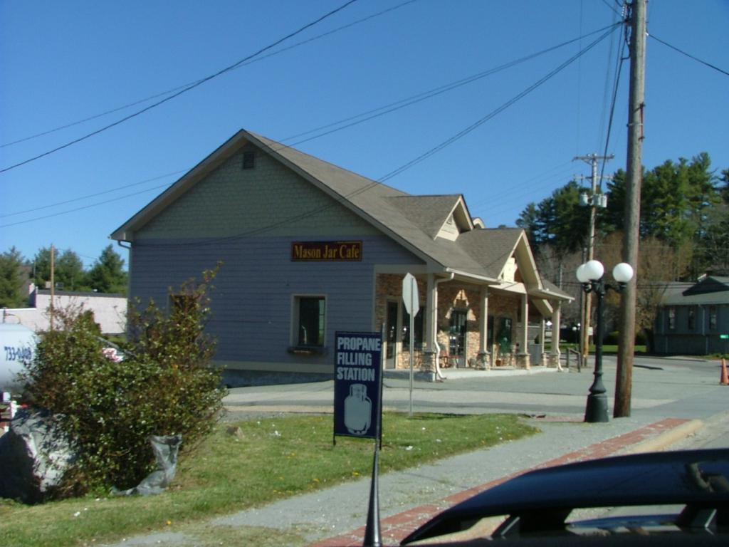 The Shady Lawn Lodge