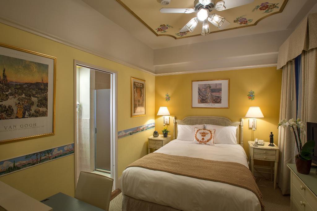 コーネル ホテル ド フランス