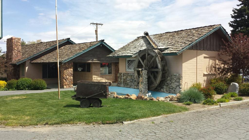 Mill House Inn Motel
