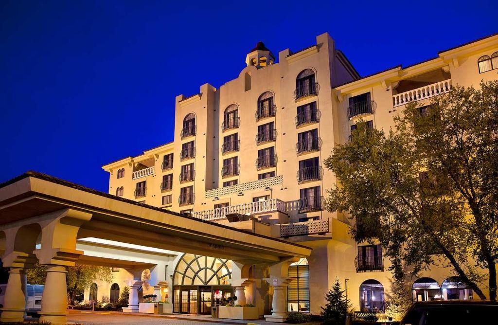 北印第安納波利斯希爾頓合博套房酒店