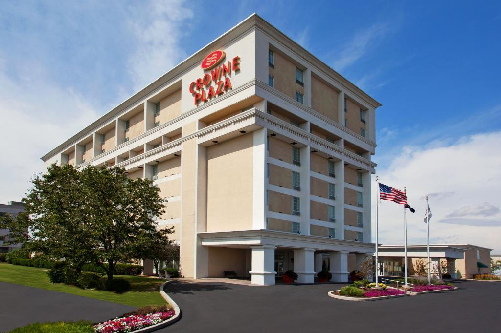 Crowne Plaza Hotel & Suites Pittsburgh South