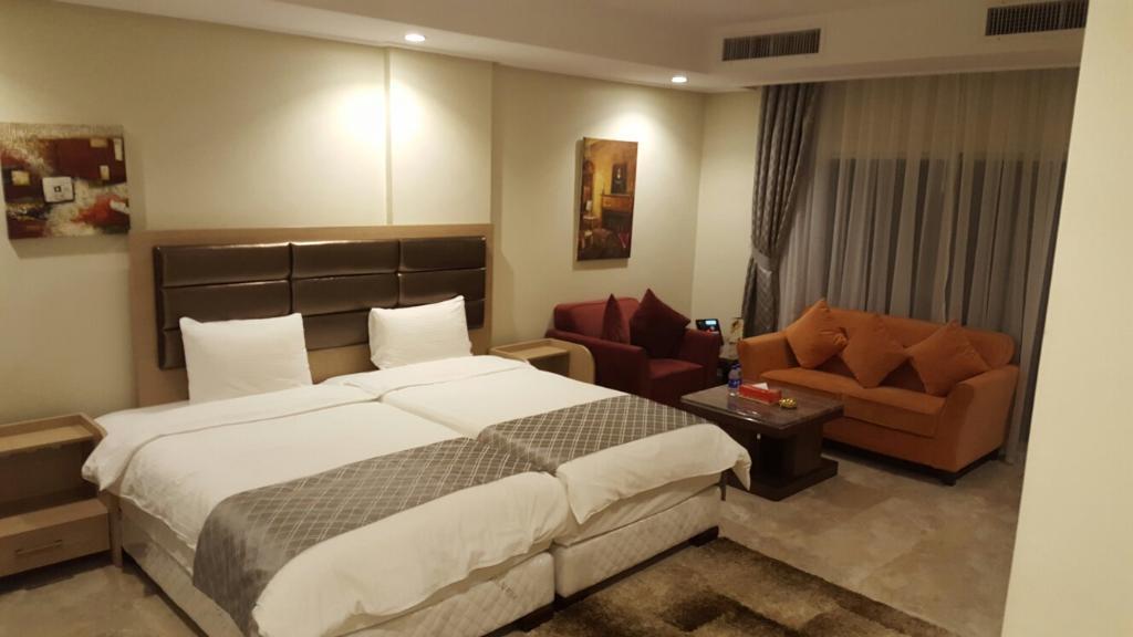 아담스 호텔