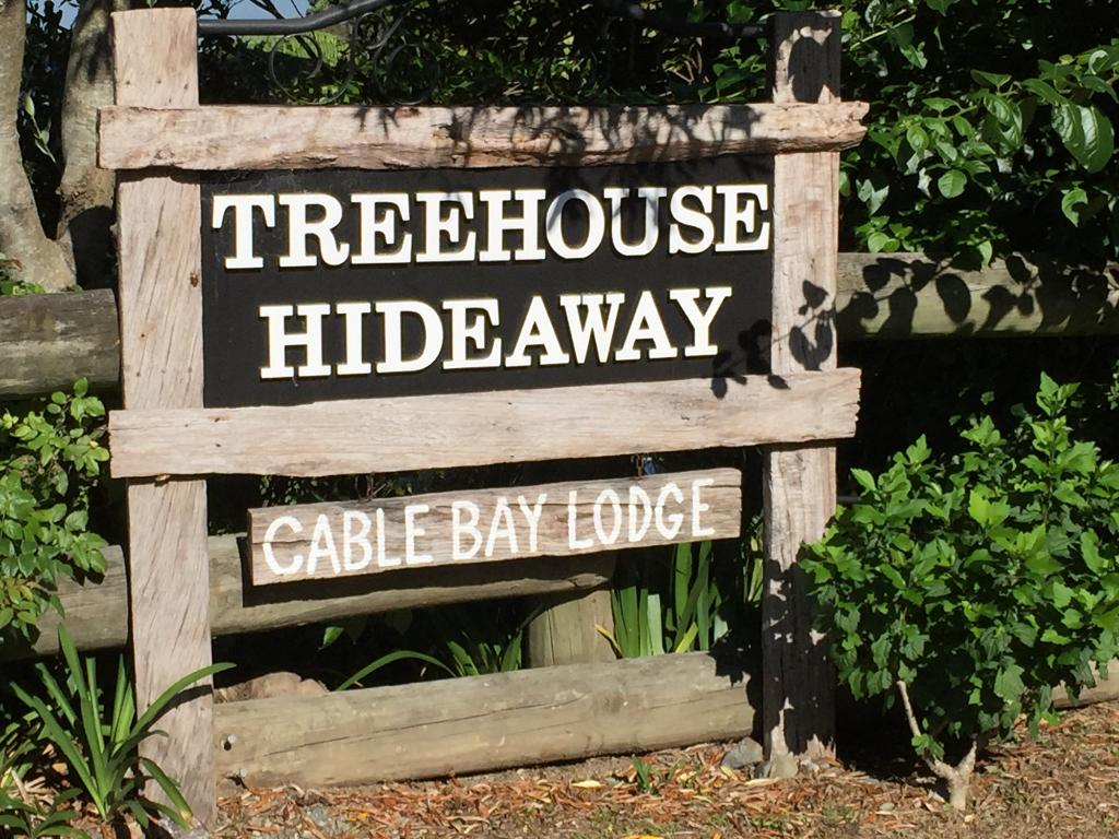 Cable Bay Lodge-Treehouse Waterfront Hideaway