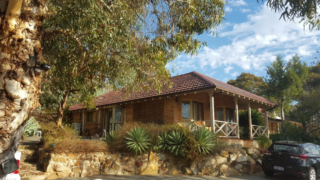 Eleebana Guest House