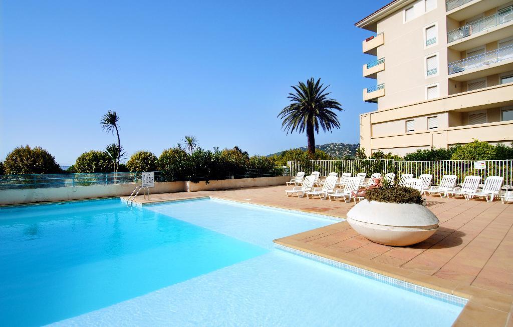 松木藍色飯店