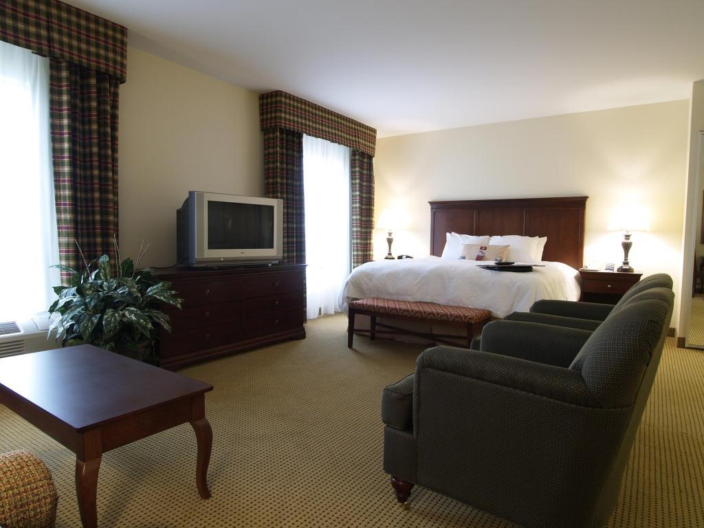北卡羅來納州多蔔森恒庭套房飯店